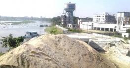 চাঁদপুরের ডাকাতিয়া নদী দখল করে নানা রকম অবৈধ ব্যবসা