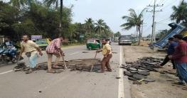 ঢাকা-রায়পুর মহা-সড়কে চলছে রাস্তা মেরামতের কাজ