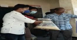 করোনা প্রতিরোধে হাজিরহাটে অসহায়দের মাঝে খাদ্য সামগ্রী বিতরণ