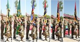 সেনাবাহিনী প্রধান ৬টি ইউনিটকে রেজিমেন্টাল কালার প্রদান করেছেন