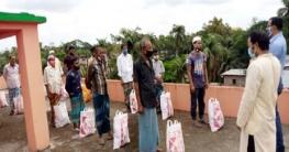লক্ষ্মীপুরে পত্রিকা হকারদের জন্য সবুজ বাংলাদেশের রমজানের উপহার